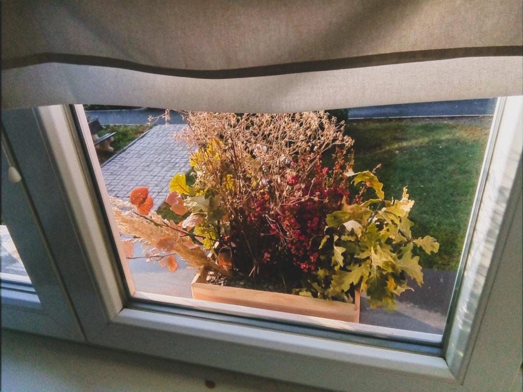 window floral decoration